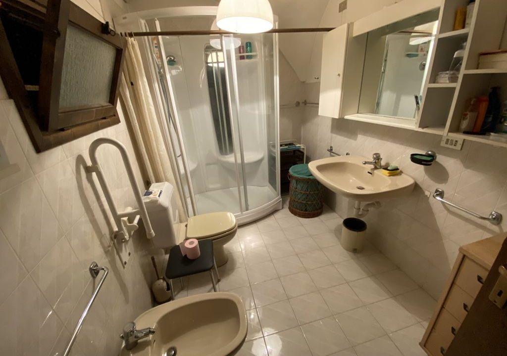 Appartamento Arredato Gravedona ed Uniti Lago Como - bagno con doccia