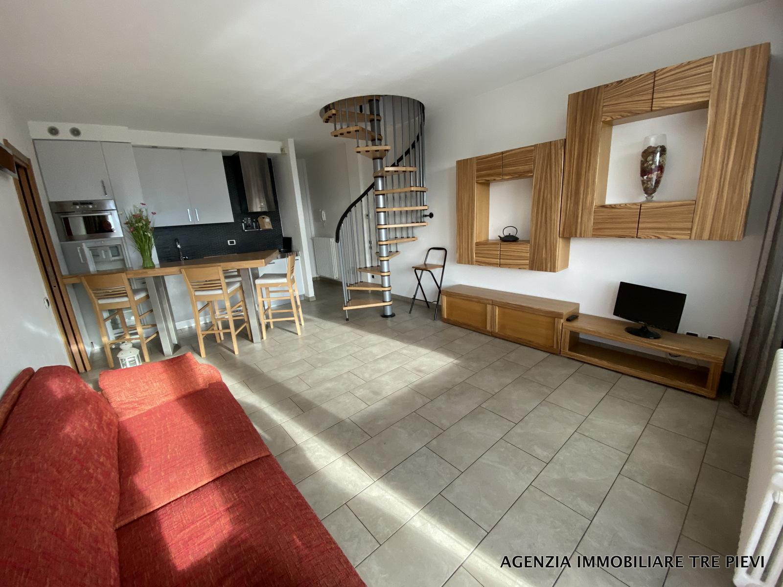 Appartamento Gravedona ed Uniti con Terrazzo e Garage