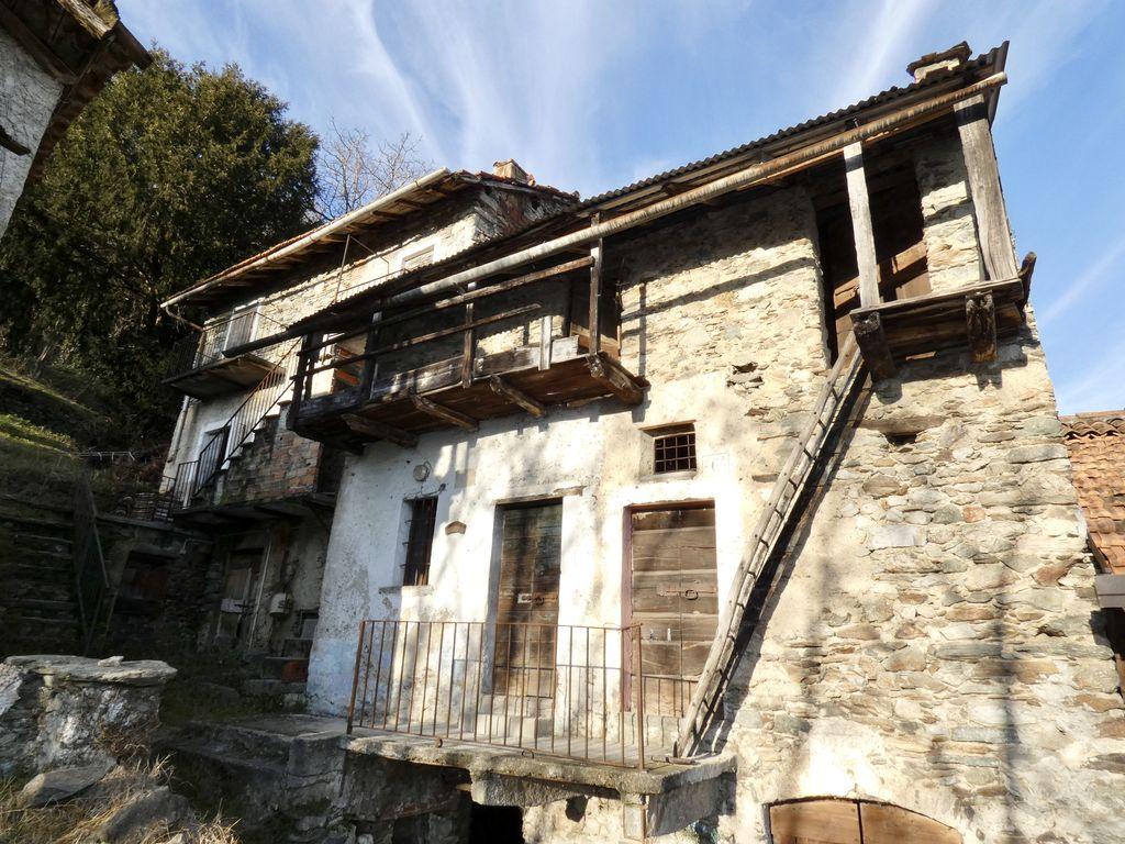 Gera Lario Rustico da Ristrutturare Vista Lago Como