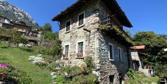 Casa in Sasso con Giardino Sorico Lago Como