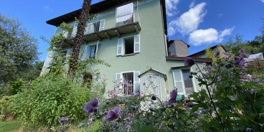 Casa Lago Como Grandola ed Uniti con giardino