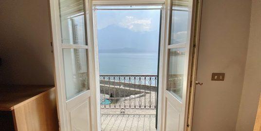 Appartamento Fronte Lago Como Domaso con Balcone