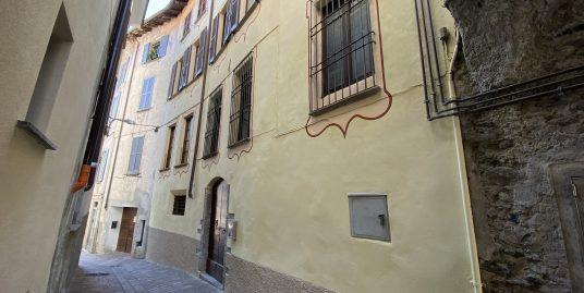 Appartamento Gravedona ed Uniti Centro con Balcone