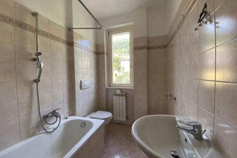 Gravedona ed Uniti Appartamento con Terrazzo e Garage - bagno