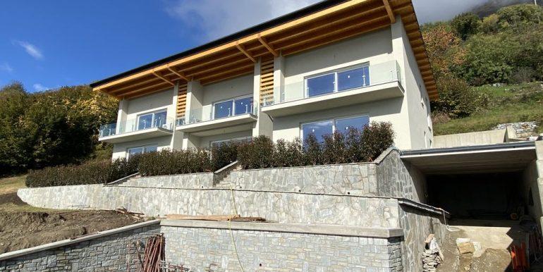 Apartments Lake Como Vercana  - garage