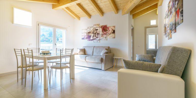 Appartamenti Arredati Domaso Lago Como - travi in legno