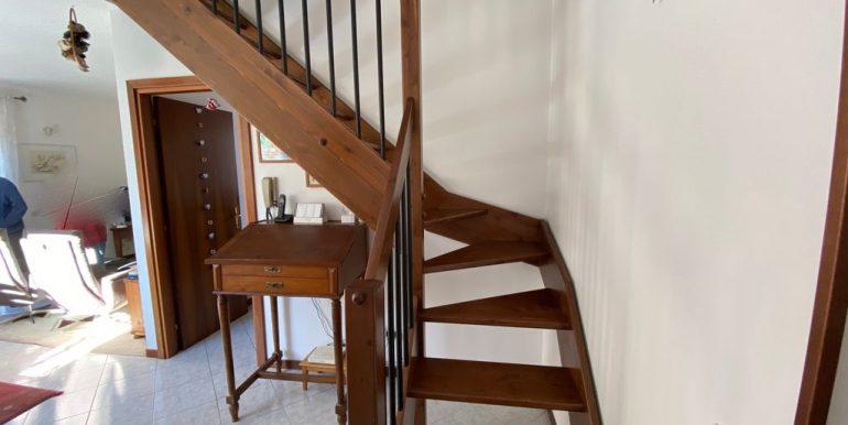 Gravedona ed Uniti Appartamento con Terrazzo - scale
