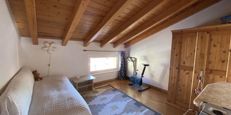 Gravedona ed Uniti Appartamento con Terrazzo - travi in legno