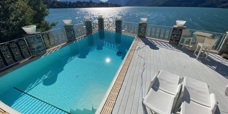 Villa Fronte Lago Como Dervio - piscina fronte lago