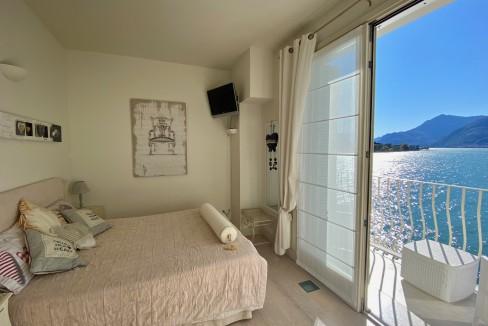 Villa Fronte Lago Como Dervio - camera vista lago