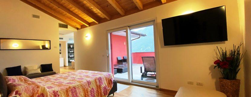 Lago di Lugano Valsolda Appartamento Fronte Lago - travi in legno