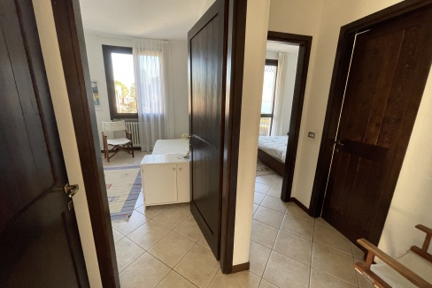 Appartamento Fronte Lago Gera Lario  - corridoio