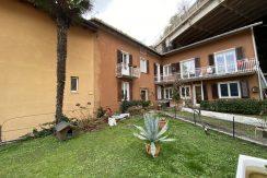 Lago di Como Moltrasio Casa con Giardino Privato e Vista Lago - facciata