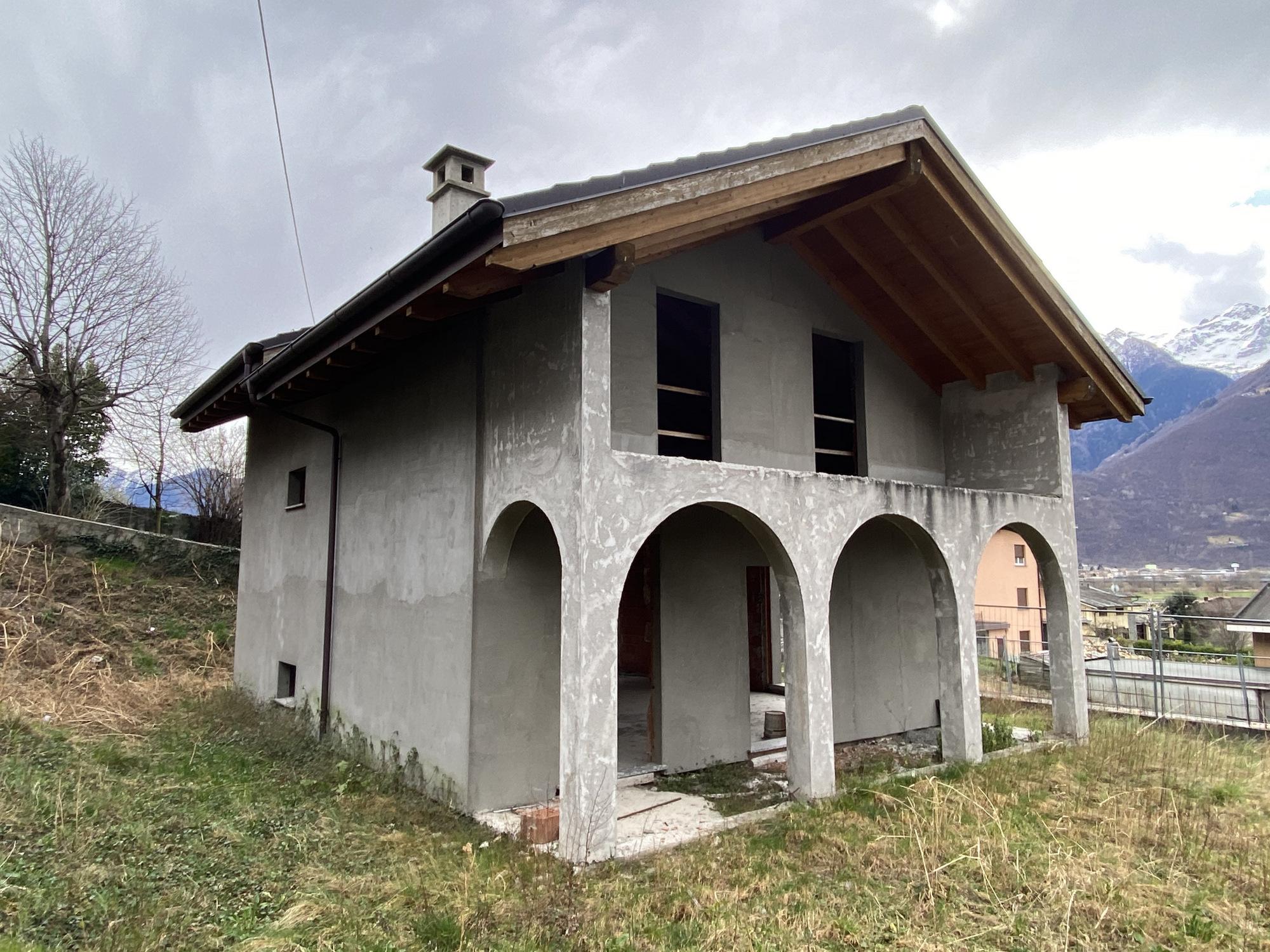 Villa Indipendente con Giardino Dubino