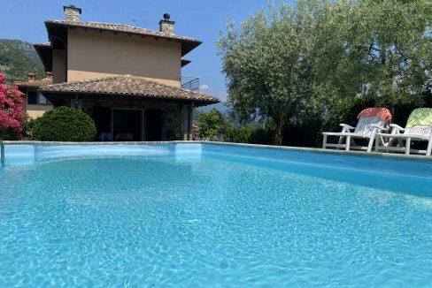 Bellissima Villa con Piscina, Giardino e Vista lago (2)