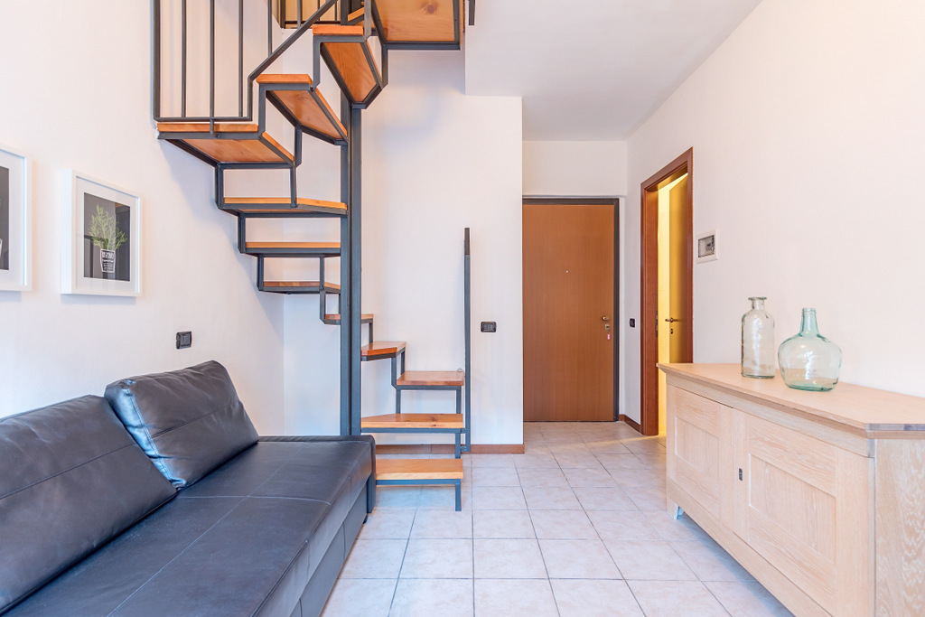 Bellissimo Appartamento con Vista Lago e Terrazzo San Siro