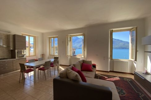 Lago Como Villa d'epoca con Giardino Domaso - piano secondo -