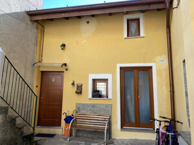 Lago Como Lenno Casa Ristrutturata con Balcone - facciata