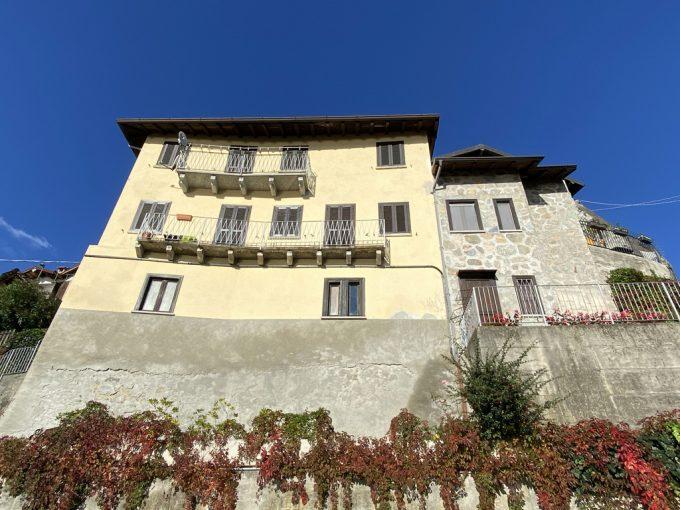 Lago Como Pianello del Lario Appartamento con Balcone e Vista Lago - facciata
